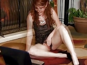 Nikki Rhodes plays with her wooly honeypot