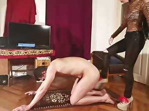 Domina high heel donk crush indignity for her slave pt2