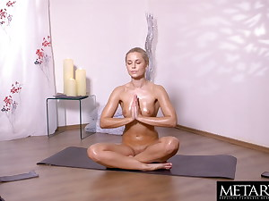 Naked yoga beauty fingers her sweaty clean-shaved pussy to climax